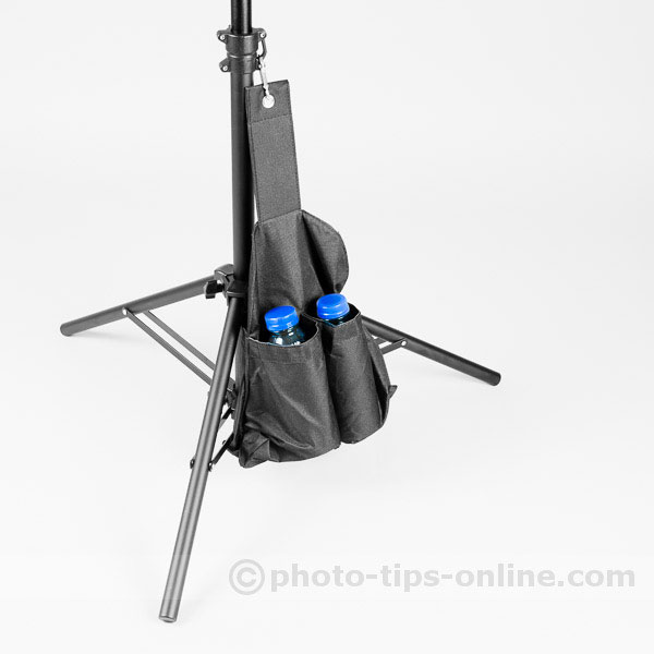 Karamy KLS-4220AL light stand: sandbag attached to the center column