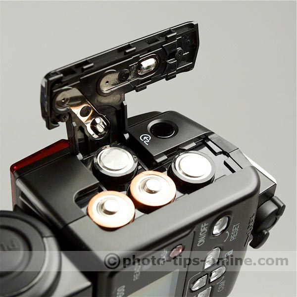 Nikon Speedlight SB-600 flash: battery compartment open