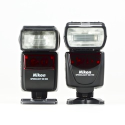 Nikon Speedlight SB-700 vs. Nikon Speedlight SB-600: front view, side-by-side body size comparision