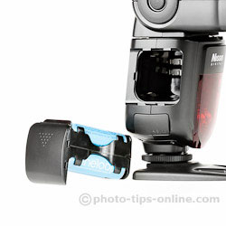 Nissin Di700 flash: battery magazine/cartridge