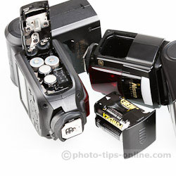 Nissin Di866 II vs. Phottix Mitros: battery compartments