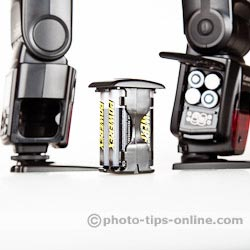Nissin Di866 II vs. Canon Speedlite 580EX II: battery cartridge for quick battery replacement