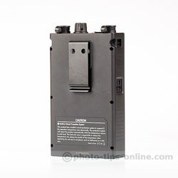 Nissin PS 8 Power Pack: back view, belt clip