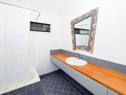 Real estate photo tips: bathroom example