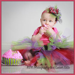 Photographing Babies: setup with a tutu and a tasty cake :)